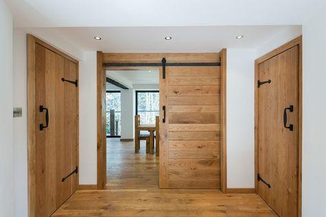 Lesena vrata za brunarico naj bodo dizajnu primerna
