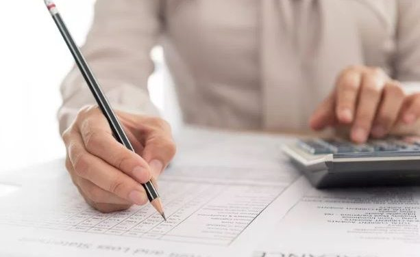 Obračun plač lahko naredite ročno ali programsko